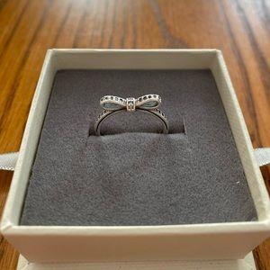 Pandora Sparking Bow Ring